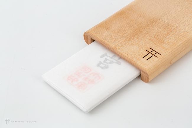 大切な神札をしっかりとお守りする設計。