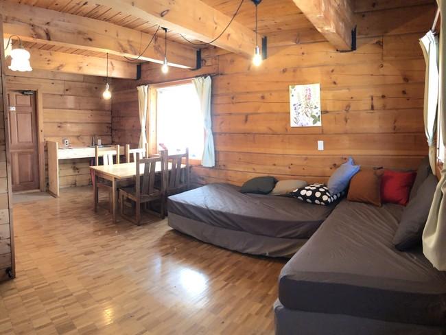 キューピットバレイキャンプサイト「グランピングプラン」のカナダ産ログハウス