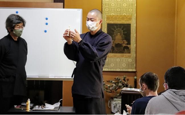 仏師指導の彫刻体験