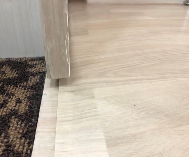 既存の床との境界には12分の1勾配のスロープを設置して段差を解消