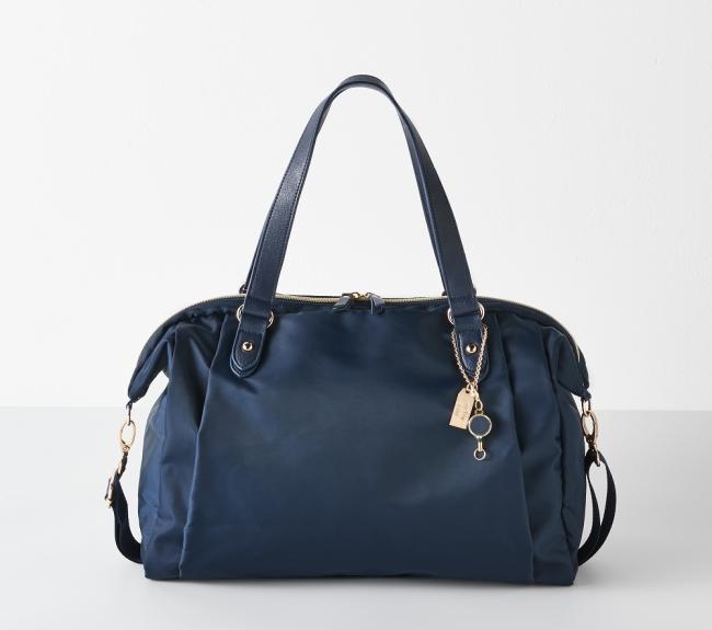 『旅のプロのアイデアを詰め込んだ軽量バッグ』イメージ