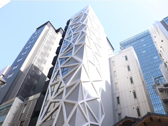 新築のおしゃれな外観の建物の最上階に位置する銀座アトリエ