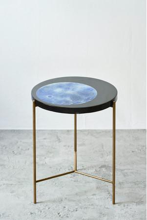 「蒼月」/2021年/レジン、岩絵具、真鍮