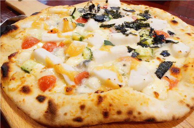 ごま豆腐ステーキとゴルゴンゾーラのピザ