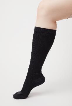 部位によって異なる着圧がスラっとした美脚に導く。