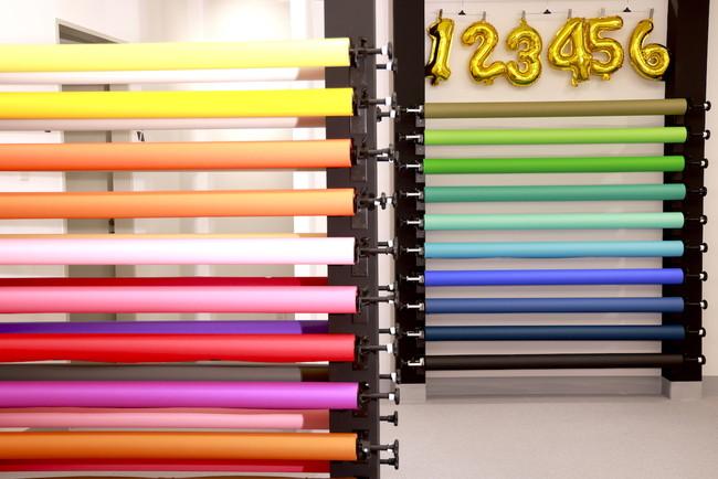 約30色の背景紙が利用できる