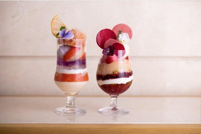 (左)ラベンダーとグレープフルーツのパフェ、(右)白桃とペッシュドヴィーニュのパフェ
