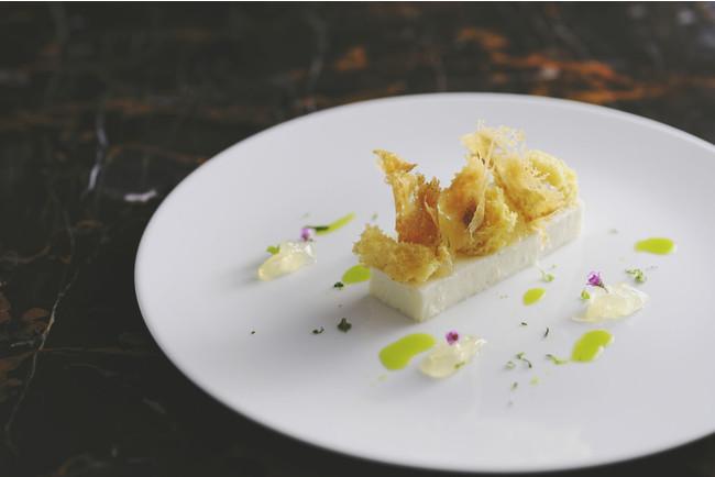 ディナーコースSEASONALとMENU DE CHEFのデザート 「昆布とすだちのムース」