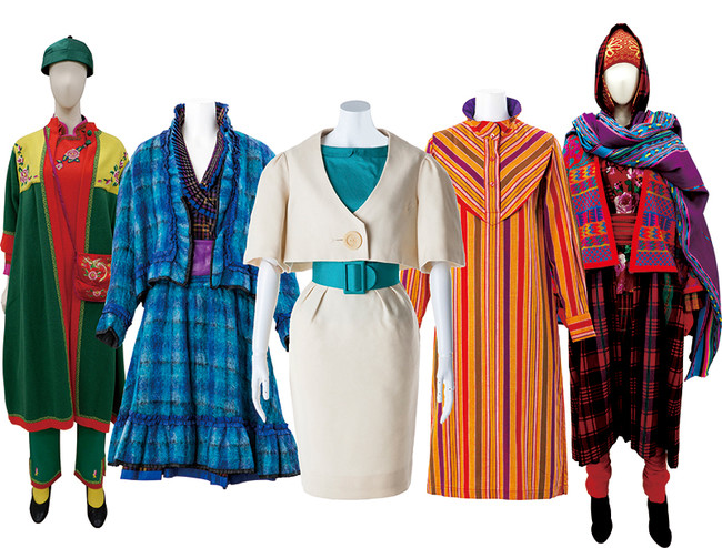 装苑賞受賞作品(中央)と、1970-80年代の作品