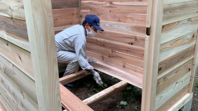 床材を敷く
