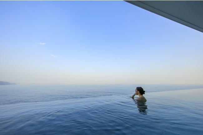 『露天立ち湯』 まるで海に浮かんでいるような感覚を味わえる