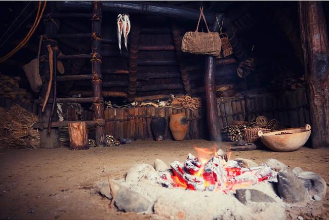 縄文時代の暮らしを再現した復元住居で当時の暮らしを肌で体感しよう。
