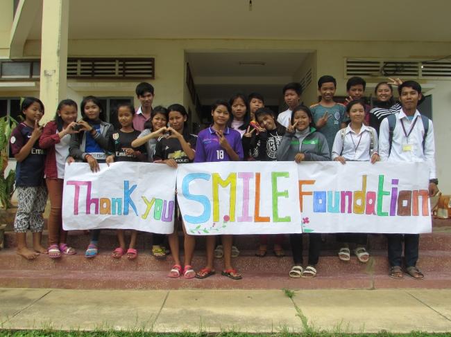 カンボジアの自立支援施設「若者の家」の青少年たち