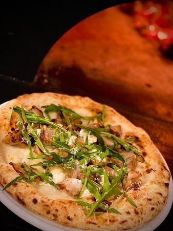 「発酵黒麹鶏肉のセルバチカ  リコッタチーズのPIZZA」 1,870円(税込)