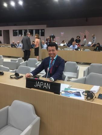 2018年7月、バーレーンで開催された世界遺産委員会の日本代表席にて