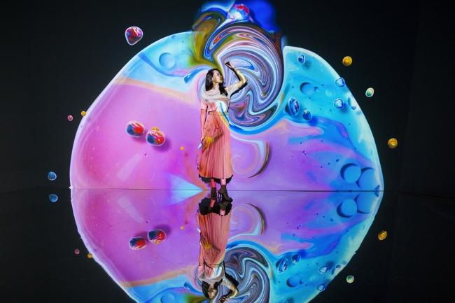 『Fluid Wall』(※この画像は「OCEAN BY NAKED 光の深海展」開催時のものです)