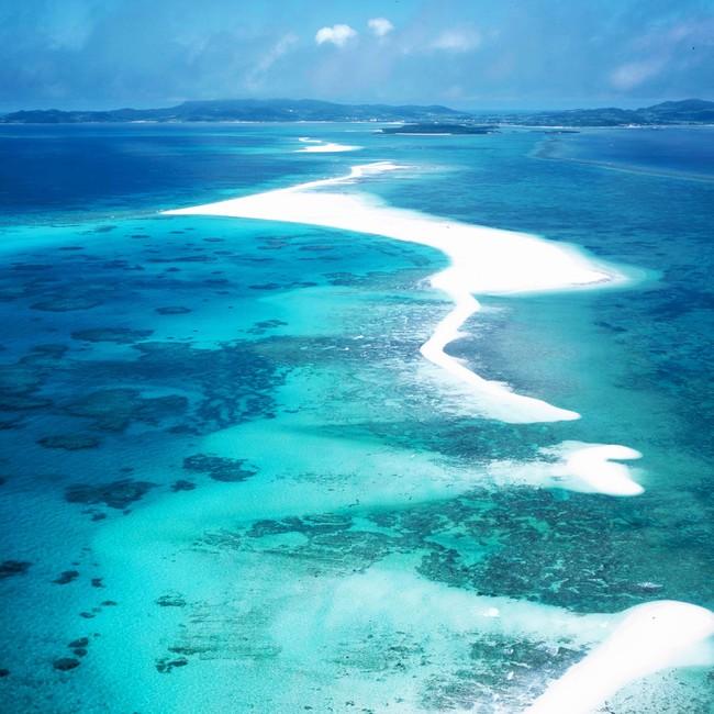 久米島の東にある砂浜だけの島「ハテの浜」