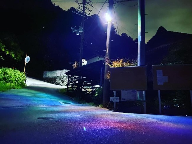 村の街灯にランプが灯り、とても幻想的な雰囲気を漂わせている