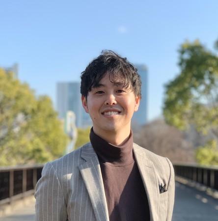 【代表取締役社長:横山 俊】早稲田大学を卒業後、外資系総合コンサルティングファームにて、経営戦略策定や新規事業立案の支援を経験。その後2021年にScenario株式会社を設立し、代表取締役社長に就任。