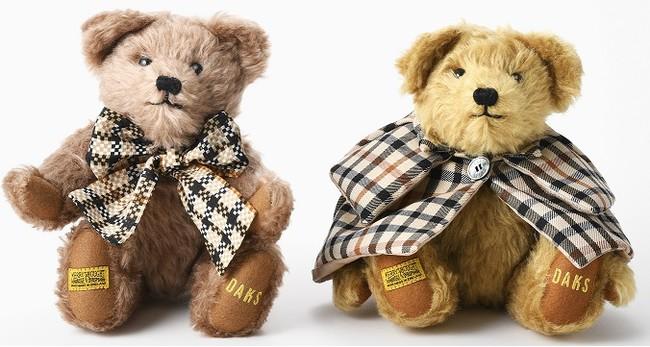<ダックス>テディベア(左から)リボン型33000円、マント型 38,500円