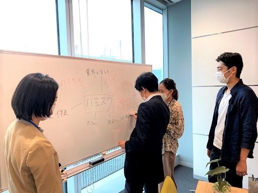 ▲「ハミスク」に参加するTSグループ社員と小国氏のディスカッション風景