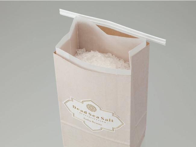 パッケージは環境を考えて紙製品を使用しています。湿気を防ぐため、紙袋(外装)とロー引き紙袋(内装)の2重構造にしました