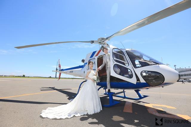 ヘリコプターに乗って、空での結婚式を