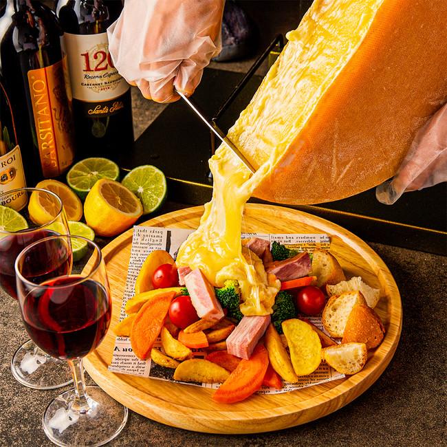北海道の花畑牧場のラクレットチーズを贅沢に使用!