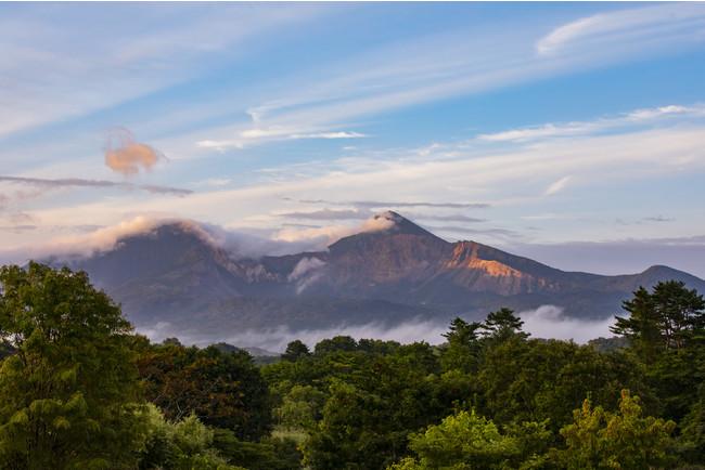 正面に望む早朝の磐梯山