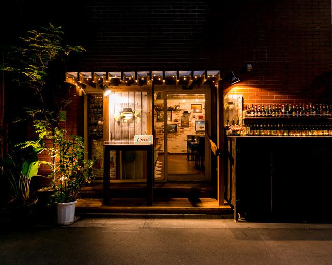 秋葉原の裏路地にある多国籍料理店「ジャーニージャーニー」