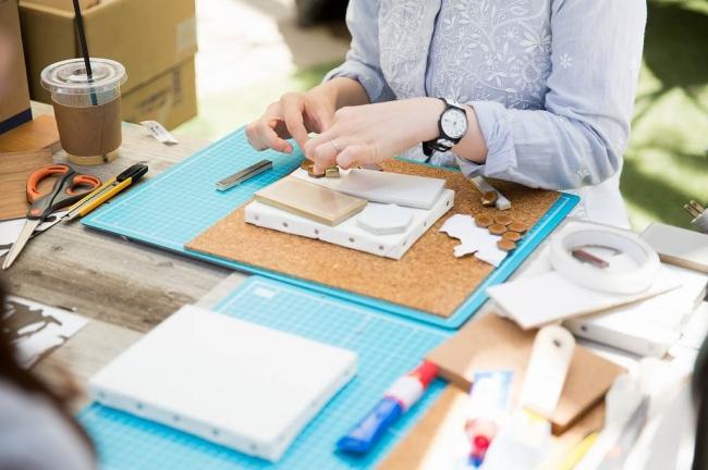 リノベーション体験が気軽に楽しめる 建材図画工作室を設置