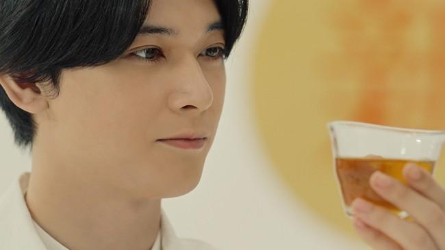 """【キリンビバレッジ】「新・""""ひきたつ香り製法""""」で「キリン 生茶 ほうじ煎茶」がさらにおいしくなってリニューアル 満島ひかりさん・吉沢亮さんも、「ほうじ茶に、生。」のおいしさを実感"""