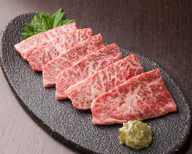 金獅子和牛カルビ(240g ¥1,500)北海道産和牛にこだわる金獅子ならではの品質が、ご家庭で手軽にお楽しみいただけます。