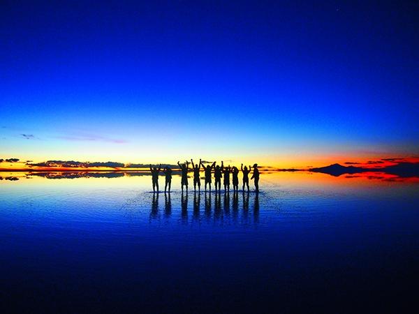 ウユニ塩湖が「世界の果てまでイッテQ!」で特集され大反響。今、一番注目されている奇跡の絶景「ウユニ塩湖」が写真集になりました!!