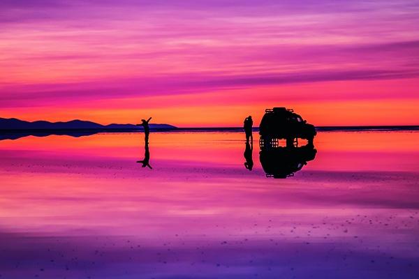 グラデーションのウユニ塩湖