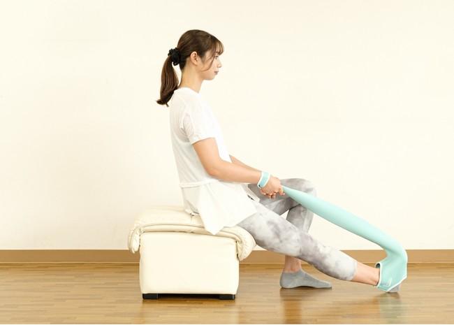 足関節可動域訓練(背屈)をしながらもも裏ストレッチ