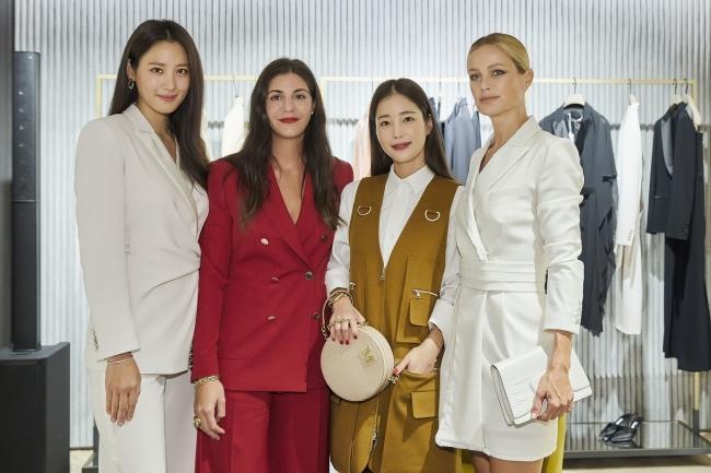 左からクラウディア・キム、マリア・ジュリア・マラモッティ、キ・ウンセ、キャロリン・マーフィー@Curtesy of Max Mara