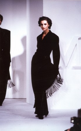 1989年ランウェイに登場したタキシードルック