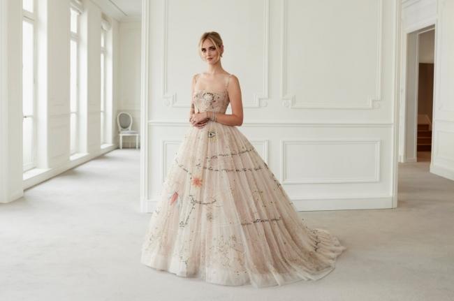 88d11395d8523 ディオール キアラ・フェラーニのためのウェディングドレスを公開 ...