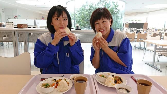 社員食堂でTFTメニューを提供する参加企業の様子。TFTメニューを1食とるごとに、支援先の子どもたちに給食1食分が届く。