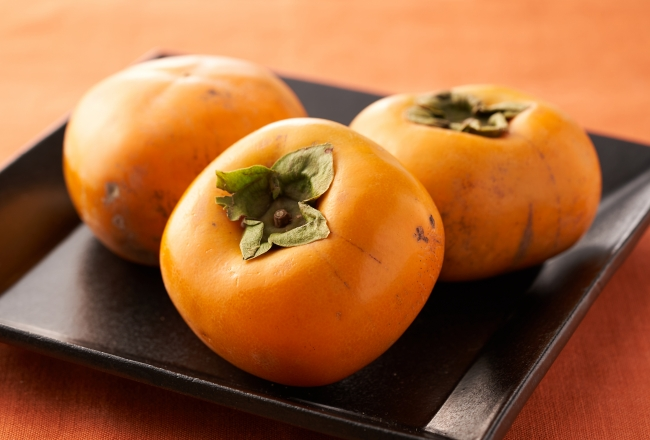 傷はあっても優しい甘み 種なし台風柿