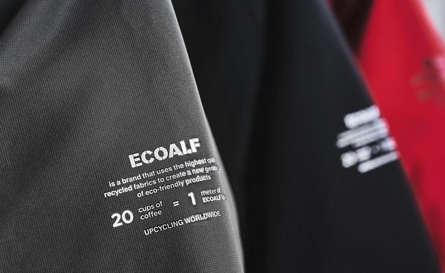 ウエアの袖には使用した素材についてのプリント