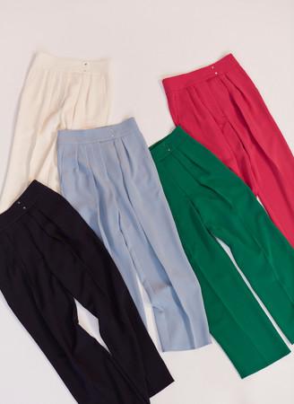 鮮やかなカラーも揃えた「5 COLORS PANTS」