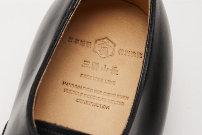 インソックスには「日本謹製 特別誂靴」の刻印