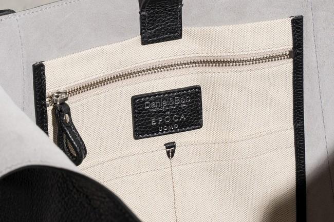 バッグの内側には「EPOCA UOMO」 のブランドロゴが刻印されている