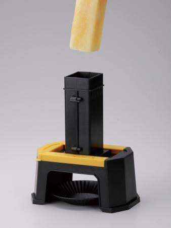 1.ブリックケースに凍らせた 『キッコーマン豆乳』をいれます。