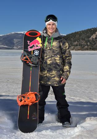 男子スノーボード選手 ティム-ケ...