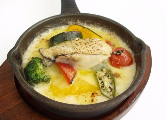 岩牡蠣と夏野菜のチーズソースグラタン