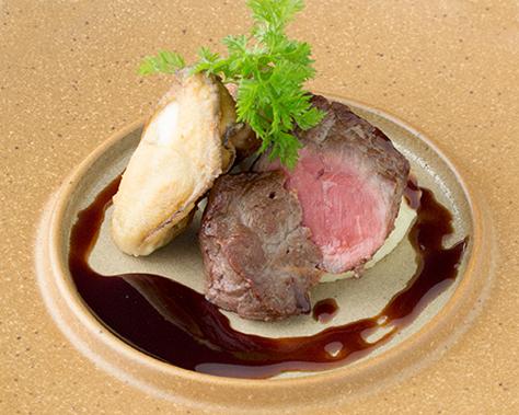 「牡蠣とフォアグラ・牛肉のソテー赤ワインソース」をお付けいたします(お一人様1品限り)