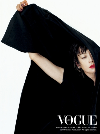 VOGUE JAPAN 2019年11月号 PHOTO:JIRO KONAMI © 2019 Condé Nast Japan. All rights reserved.